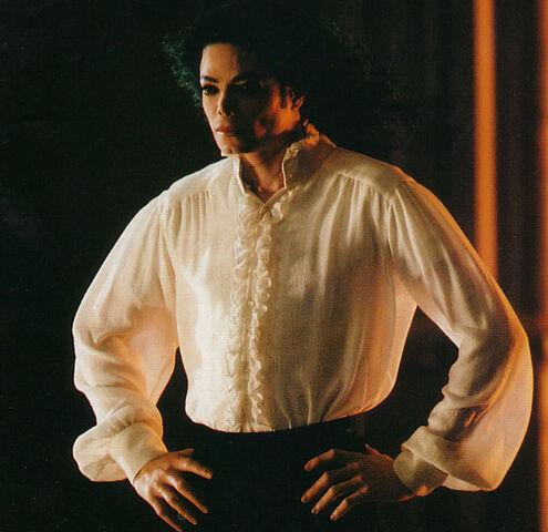 File:Michael-michael-jacksons-ghosts-13611593-684-663.jpg