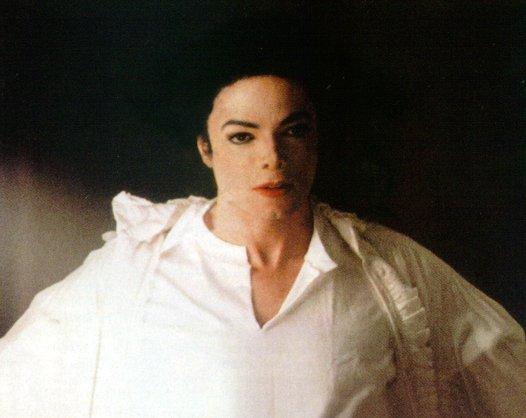 File:Ghosts-michael-jackson-7127067-526-418.jpg