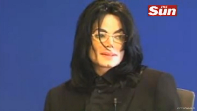 File:Michael Jackson In 2005.png