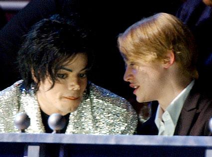 File:MJ and Macaulay Culkin.png