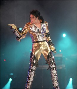 File:Michael-jackson-in-gold-lame-with-leather-buckles-catcher-kneepads-in-history-tour-1992-prague-259x300.jpg