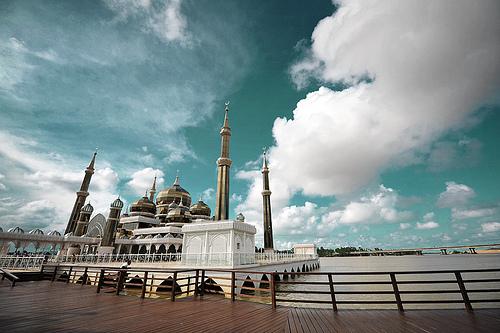File:Crystal Mosque (Masjid Kristal) Kuala Terengganu, Terengganu. Malaysia.jpg