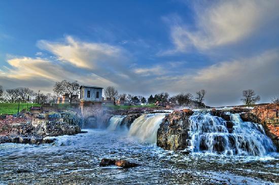 File:Falls-park.jpg
