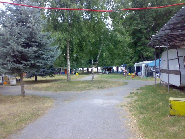File:Daltonese Caravan site.jpeg