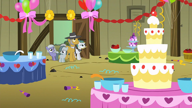 File:Pinkie Pie's family looking at the party decorations S1E23.png