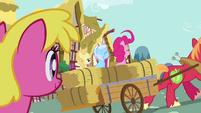 Watching Pinkie Pie in cart S2E18