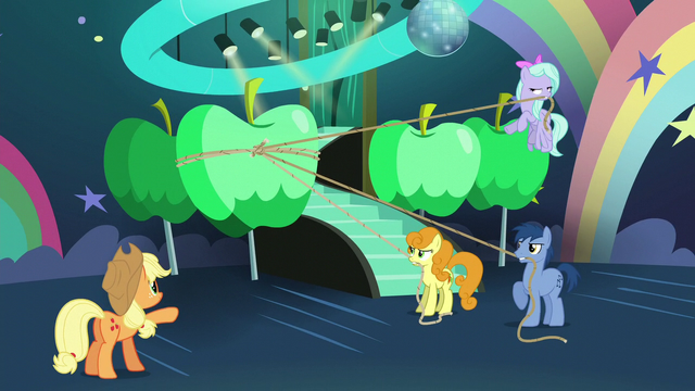 File:Applejack instructing other ponies S5E24.png