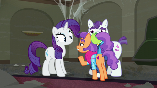 File:Plaid Stripes gesturing Rarity to come closer S6E9.png