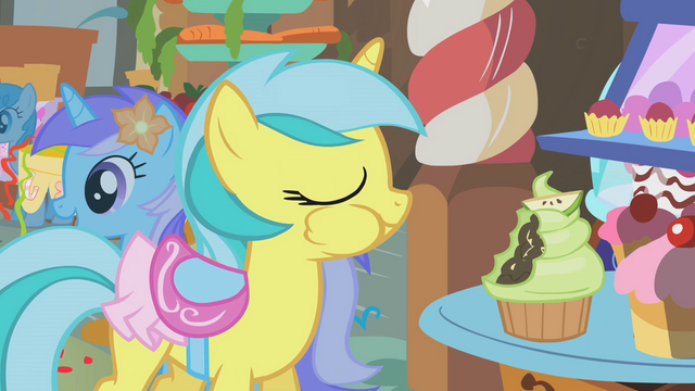 Fil:Lemony Gem takes a bite out of a cupcake S1E12.png