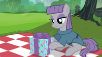 Maud Pie looking at her present S6E3