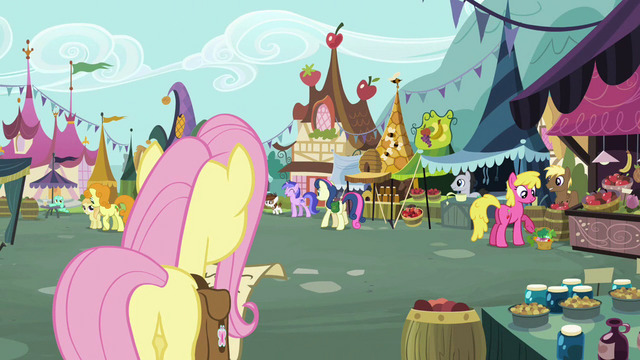 File:Pipsqueak in the background S2E19.png