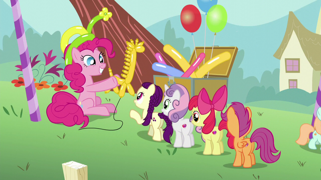 File:Pinkie presents a balloon giraffe S5E19.png