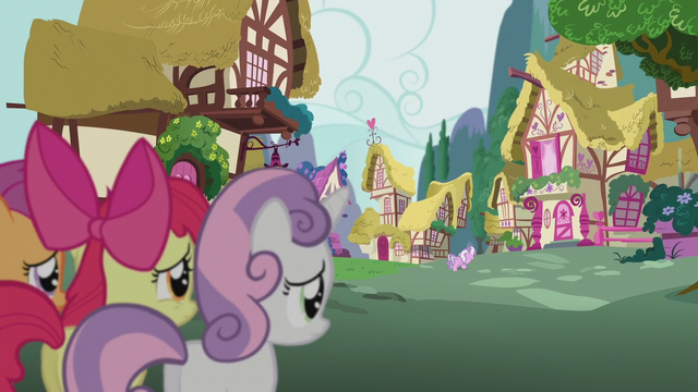 File:CMC observe Diamond Tiara from a distance S5E18.png