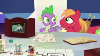 Spike likes Big McIntosh's idea S6E17