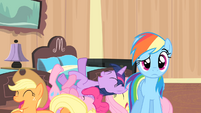 Rainbow looks at Rarity S4E08