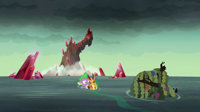 File:Spike carries armored dragon to shore S6E5.png