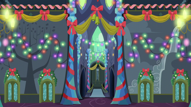 File:Castle of Friendship fully lit S6E8.png