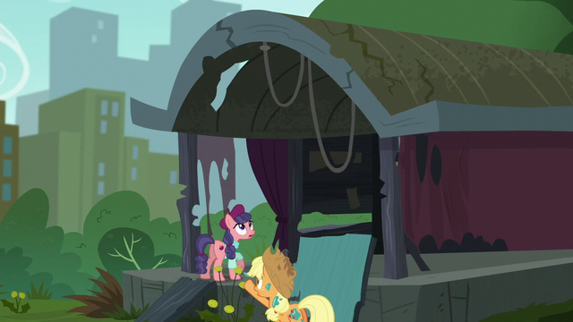 File:Rickety stage starts to shake S5E16.png