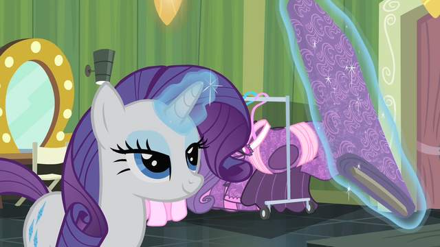 File:Rarity levitating a fabric S4E08.png