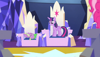Twilight sits in her throne S5E1