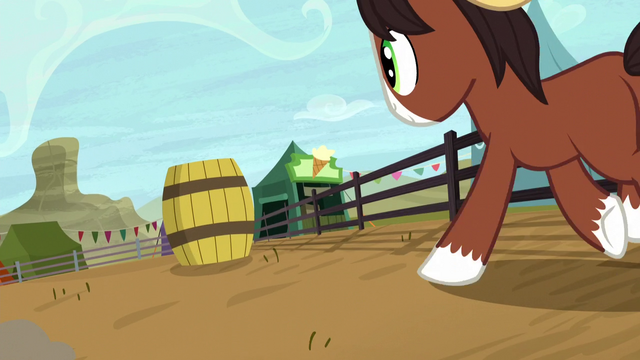 File:Young Trouble Shoes gallops toward a barrel S5E6.png