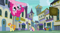 Pinkie points to restaurants from top of the screen S6E12