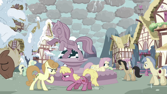File:Fluttershy and angry ponies S03E13.png