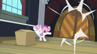 Sweetie Belle runs into empty room S4E19