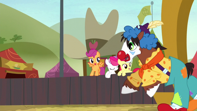 File:Trouble Shoes gallops onto the field S5E6.png