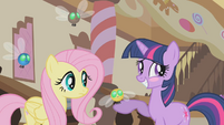 Twilight blushing S1E10