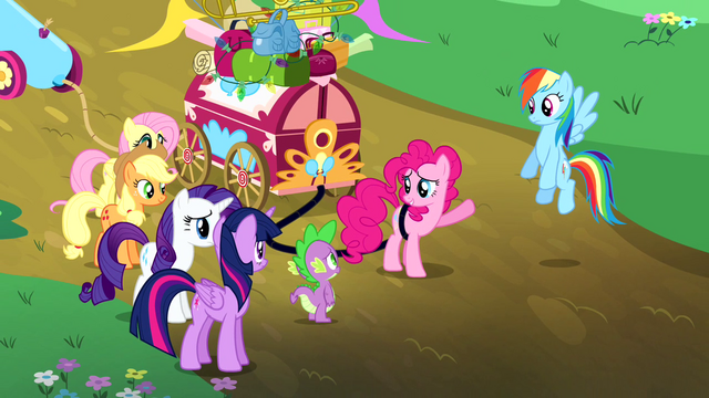 "File:Pinkie Pie ""he'll be a terrific headliner"" S4E12.png"