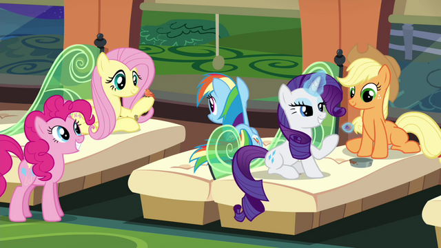 File:Main 5 on the train to Ponyville S4E22.png