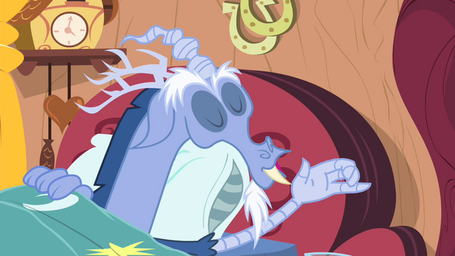 File:Glass of water fall from Discord's hand S4E11.png