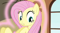 Fluttershy looking at aura S3E13