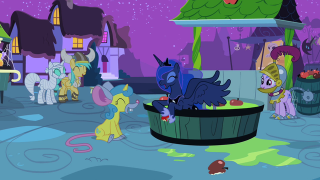 File:Luna and ponies laughing S2E04.png