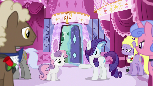 File:Rarity opens the boutique's front door S6E14.png