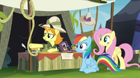 Daring Do collector pointing off-screen S4E22