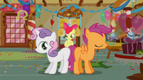 Sweetie Belle and Scootaloo show their blank flanks S1E12