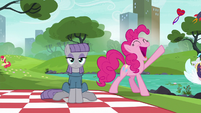 Pinkie Pie holding the last note S6E3