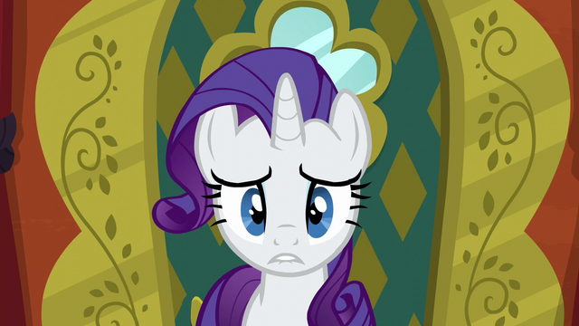 File:Rarity biting her lower lip S6E12.png