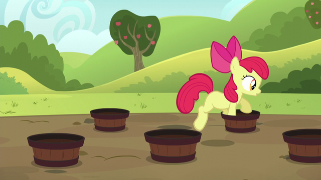 File:Apple Bloom doing the barrel weave S5E17.png