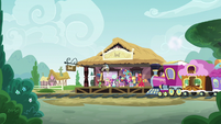 Friendship Express pulls into the station S6E17
