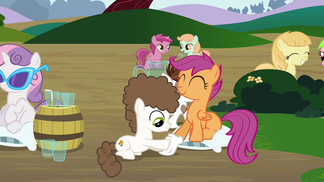File:Scootaloo getting a hoof shining S4E15.png
