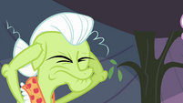 Granny Smith plugs her ears S3E8