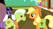 Applejack talking to Granny Smith S2E14
