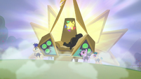 Giant bronze capsule opens up to reveal Countess Coloratura S5E24