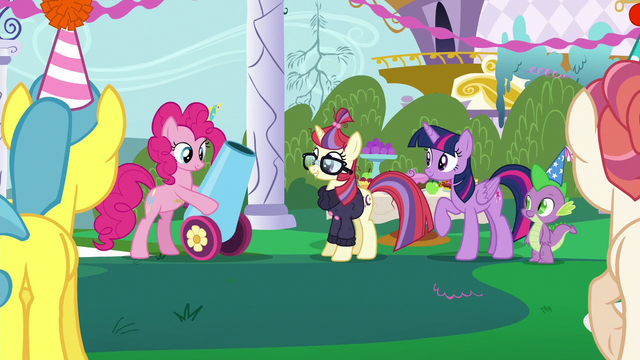 File:Pinkie Pie takes out her party cannon S5E12.png