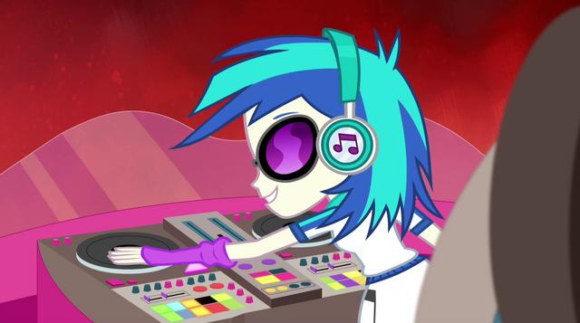 File:DJ Pon-3 starting the music EG2.png