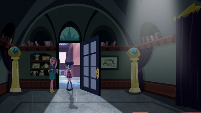 File:Dean Cadance encouraging Twilight forward EG3.png