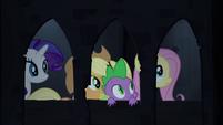 Spike and friends in castle corridor S4E03